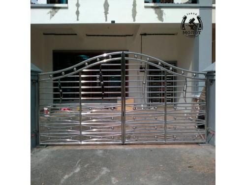 Распашные ворота из  нержавеющего профиля
